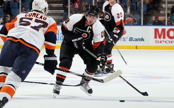 UNIONDALE, NY - APRIL 01:  Mike Richards #18 of the Philadelphia Flyers skates against the New York Islanders on April 1, 2010 at Nassau Coliseum in Uniondale, New York. The Isles defeated the Flyers 6-4.  (Photo by Jim McIsaac/Getty Images)