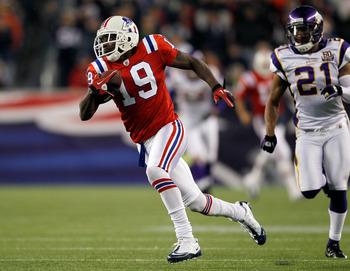 FOXBORO, MA - OCTOBER 31:  Brandon Tate #19 of the New England Patriots runs by Asher Allen #21 of the Minnesota Vikings into the end zone for a touchdown in the third quarter at Gillette Stadium on October 31, 2010 in Foxboro, Massachusetts. (Photo by Ji