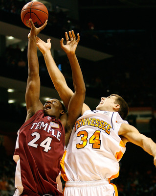 KNOXVILLE, TN - NOVEMBER 9:  Lavoy Allen #24 of the Temple Owls battles for a rebound against Ryan Childress #34 of the Tennessee Volunteers during the second half at Thompson-Boling Arena November 9, 2007 in Knoxville, Tennessee. Tennessee defeated Templ