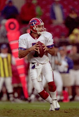 26 Nov 2000:  Doug Flutie #7 of the Buffalo Bills drops back to pass the ball during the game against the Tampa Bay Buccaneers at the Raymond James Stadium in Tampa, Florida. The Buccaneers defeated the Bills 31-17.Mandatory Credit: Andy Lyons  /Allsport