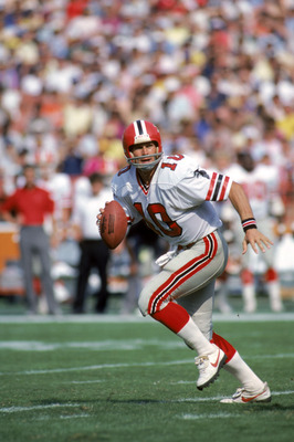 ANAHEIM, CA - OCTOBER 16:  Quarterback Steve Bartkowski #10 of the Atlanta Falcons runs with the ball during a game against the Los Angeles Rams at Anaheim Stadium on October 16, 1983 in Anaheim, California.  The Rams won 27-21.  (Photo by George Rose/Get