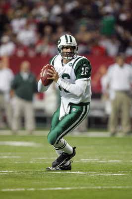 ATLANTA - OCTOBER 24:  Quarterback Vinny Testaverde #16 of the New York Jets looks for a receiver down field during a game against the Atlanta Falcons at the Georgia Dome on October 24, 2005 in Atlanta, Georgia.  The Falcons won 27-14.  (Photo by Streeter