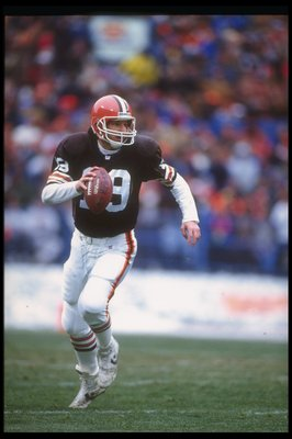 6 Dec 1992: Quarterback Bernie Kosar of the Cleveland Browns looks to pass the ball during a game against the Cincinnati Bengals at Riverfront Stadium in Cincinnati, Ohio.