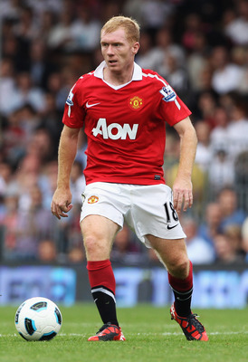 LONDON, ENGLAND - AUGUST 22:  Paul Scholes of Manchester United in action during the Barclays Premier League match between Fulham and Manchester United at Craven Cottage on August 22, 2010 in London, England.  (Photo by Phil Cole/Getty Images)