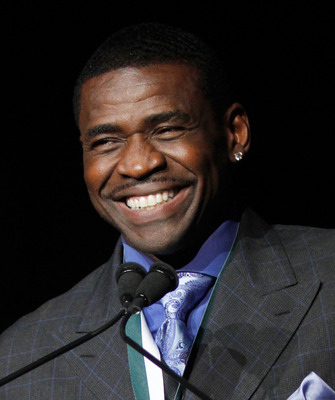 NEW YORK - SEPTEMBER 27:  Former NFL player Michael Irvin speaks during the 25th Great Sports Legends Dinner to benefit The Buoniconti Fund to Cure Paralysis at The Waldorf=Astoria on September 27, 2010 in New York City.  (Photo by Thos Robinson/Getty Ima
