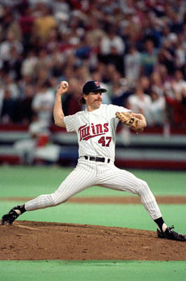 MINNEAPOLIS - OCTOBER 1991:  Pitcher Jack Morris #47 of the Minnesota Twins pitches during the 1991 World Series game against the Atlanta Braves in October of 1991 at the Metrodome in Minneapolis, Minnesota.  (Photo by Rick Stewart/Getty Images)