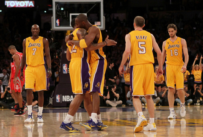 LOS ANGELES, CA - OCTOBER 26:  Kobe Bryant #24 of the Los Angeles Lakers hugs Shannon Brown #12 after a play against the Houston Rockets during their opening night game at Staples Center on October 26, 2010 in Los Angeles, California. NOTE TO USER: User e