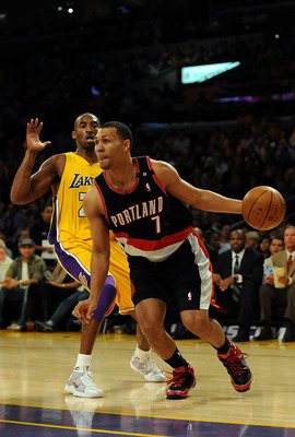 LOS ANGELES, CA - OCTOBER 28:  Brandon Roy #7 of the Portland Trail Blazers drives by Kobe Bryant #24 of the Los Angeles Lakers in the first quarter on October 28, 2008 at Staples Center in Los Angeles, California. NOTE TO USER: User expressly acknowledge