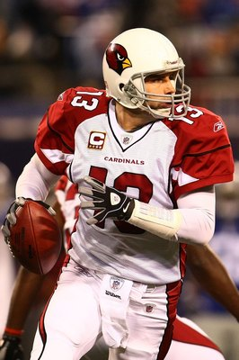EAST RUTHERFORD, NJ - OCTOBER 25:  Kurt Warner #13 of the Arizona Cardinals looks to pass against the New York Giants on October 25, 2009 at Giants Stadium in East Rutherford, New Jersey.  (Photo by Chris McGrath/Getty Images)