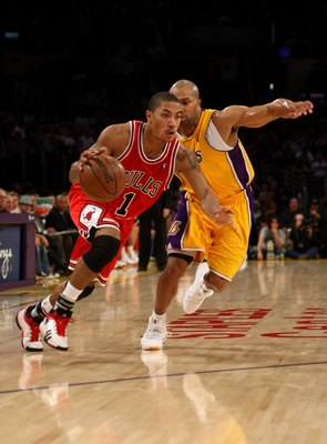 LOS ANGELES, CA - NOVEMBER 18:  Derrick Rose #1 of the Chicago Bulls drives past Derek Fisher #2 of the Los Angeles Lakers on November 18, 2008 at Staples Center in Los Angeles, California.  The Lakers won 116-109.    NOTE TO USER: User expressly acknowle