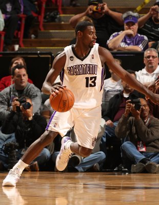 SACRAMENTO, CA - DECEMBER 23:  Tyreke Evans #13 of the Sacramento in action against the Cleveland Cavaliers during an NBA game at ARCO Arena on December 23, 2009 in Sacramento, California.  NOTE TO USER: User expressly acknowledges and agrees that, by dow