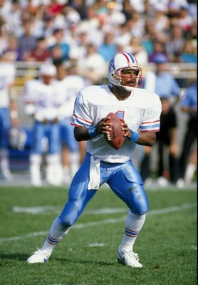 15 Oct 1989:  Quarterback Warren Moon of the Houston Oilers in action during a game against the Chicago Bears at Soldier Field in Chicago, Illinois.  The Oilers won the game, 33-28. Mandatory Credit: Jonathan Daniel  /Allsport