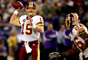MINNEAPOLIS, MN - DECEMBER 23: Quarterback Todd Collins #15 of the Washington Redskins throws to Clinton Portis #26 while playing the Minnesota Vikings December 23, 2007 at the H.H.H. Metrodome in Minneapolis, Minnesota  (Photo by Matthew Stockman/Getty I