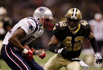 NEW ORLEANS - NOVEMBER 30:  Randy Moss #81 of the New England Patriots makes a reception for a first down in front of Darren Sharper #42 of the New Orleans Saints in the third quarter of the game at Louisana Superdome on November 30, 2009 in New Orleans,