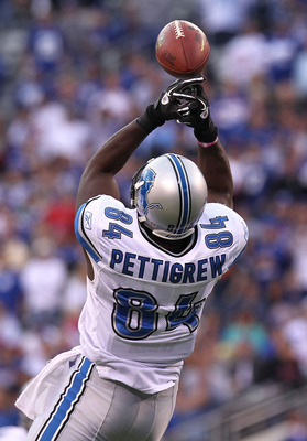 EAST RUTHERFORD, NJ - OCTOBER 17:  Brandon Pettigrew #84 of the Detroit Lions fails to catch a pass in the fourth quarter resulting in an interception against the New York Giants at New Meadowlands Stadium on October 17, 2010 in East Rutherford, New Jerse