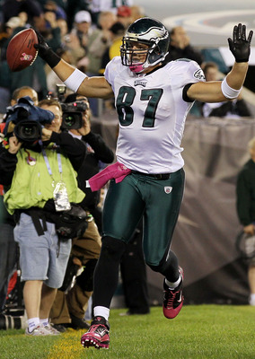 PHILADELPHIA - OCTOBER 03:  Brent Celek #87 of the Philadelphia Eagles celebrates his fourth quarter touchdown against the Washington Redskins on October 3, 2010 at Lincoln Financial Field in Philadelphia, Pennsylvania. The Redskins defeated the Eagles 17