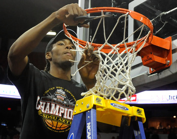 LAS VEGAS - MARCH 13:  Kawhi Leonard #15 of the San Diego State Aztecs cuts down the net after defeating the UNLV Rebels 55-45 in the championship game of the Conoco Mountain West Conference Basketball tournament at the Thomas & Mack Center March 13, 2010