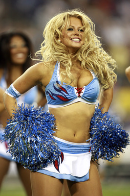 NASHVILLE, TN - SEPTEMBER 3: A cheerleader of the Tennessee Titans performs against the Green Bay Packers during a preseason NFL game at LP Field on September 3, 2009 in Nashville, Tennessee. The Titans beat the Packers 27-13. (Photo by Joe Murphy/Getty I