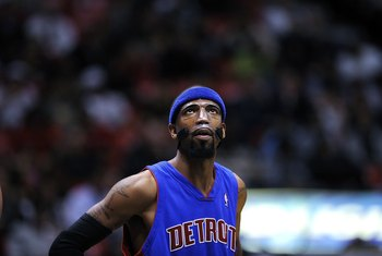 EAST RUTHERFORD, NJ - NOVEMBER 07:  Richard Hamilton #32 of the Detroit Pistons looks at the scoreboard during a game against the New Jersey Nets on November 7, 2008 at the Izod Arena in East Rutherford, New Jersey.  The Nets won 103-96.  NOTE TO USER: Us