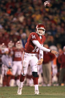 KANSAS CITY, MO - DECEMBER 06:  Quarterback Sam Bradford #14 of the Oklahoma Sooners passes the ball during the game against the Missouri Tigers on December 6, 2008 at Arrowhead Stadium in Kansas City, Missouri. (Photo by Jamie Squire/Getty Images)