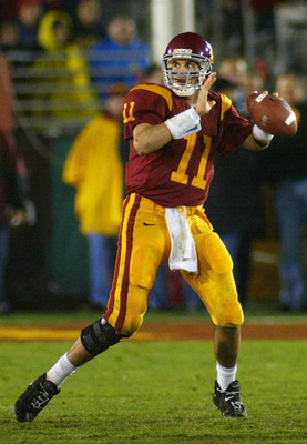 LOS ANGELES - NOVEMBER 27:  Quarterback Matt Leinart #11 of the USC Trojans sets to throw a touchdown pass against the Notre Dame Fighting Irish on November 27, 2004 at the Los Angeles Coliseum in Los Angeles, California. USC won 41-10.  (Photo by Christi