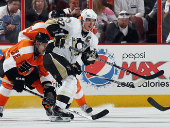 PHILADELPHIA - OCTOBER 16:  Sidney Crosby #87 of the Pittsburgh Penguins skates against the Philadelphia Flyers at the Wells Fargo Center on October 16, 2010 in Philadelphia, Pennsylvania.  (Photo by Bruce Bennett/Getty Images)