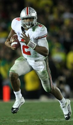 PASADENA, CA - JANUARY 01:  Quarterback Terrelle Pryor #2 of the Ohio State Buckeyes runs with the ball against the Oregon Ducks during the 96th Rose Bowl game on January 1, 2010 in Pasadena, California.  (Photo by Stephen Dunn/Getty Images)