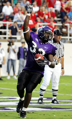 FORT WORTH, TX - SEPTEMBER 15:  Robert Merrill #33 of the Texas Christian University Horned Frogs runs for a touchdown against the Utah Utes on September 15, 2005 at Amon Carter Stadium in Fort Worth, Texas.  (Photo by Ronald Martinez/Getty Images)