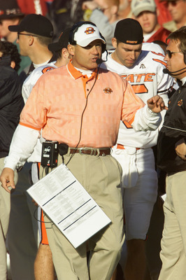 NORMAN, OK - NOVEMBER 24:  Head Coach Les Miles of the Oklahoma State Cowboys stands on the sideline against the Oklahoma Sooners in the second quarter of the game on November 24, 2001 at Owen Field in Norman, Oklahoma.  Oklahoma State upset Oklahoma 16-1