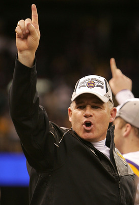 NEW ORLEANS - JANUARY 07:  Head coach Les Miles of the Louisiana State University Tigers celebrates after defeating the Ohio State Buckeyes 38-24 in the AllState BCS National Championship on January 7, 2008 at the Louisiana Superdome in New Orleans, Louis