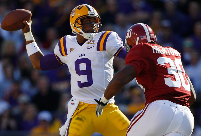 BATON ROUGE, LA - NOVEMBER 06:  Jordan Jefferson #9 of the Louisiana State University Tigers throws under pressure from Dont'a Hightower #30 of the Alabama Crimson Tide  at Tiger Stadium on November 6, 2010 in Baton Rouge, Louisiana.  (Photo by Chris Gray
