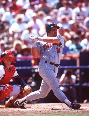 1 JUL 1992:  MINNESOTA FIRST BASEMAN KENT HRBEK HITS A PITCH TOWARDS LEFT FIELD DURING THE TWINS GAME VERSUS CALIFORNIA ANGELS AT ANAHEIM STADIUM IN ANAHEIM, CALIFORNIA. Mandatory Credit: Stephen Dunn/ALLSPORT