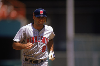 1989:  Gary Gaetti #8 of the Minnesota Twins runs the base after his home run during a game in the 1989 season.  (Photo by: Stephen Dunn/Getty Images)