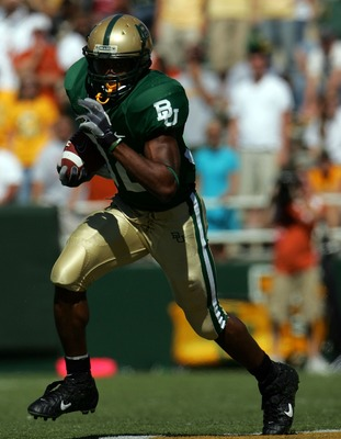 WACO, TX - OCTOBER 20:  Running back Jay Finley #32 of the Baylor Bears runs the ball against the Texas Longhorns at Floyd Casey Stadium on October 20, 2007 in Waco, Texas.  (Photo by Ronald Martinez/Getty Images)
