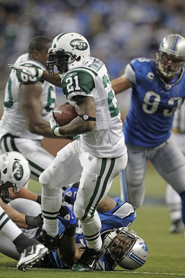 DETROIT - NOVEMBER 07: LaDainian Tomlinson #21 of the New York Jets runs for a short gain during the third quarter of the game against the Detroit Lions at Ford Field on November 7, 2010 in Detroit, Michigan. The Jets defeated the Lions 23-20 in overtime.