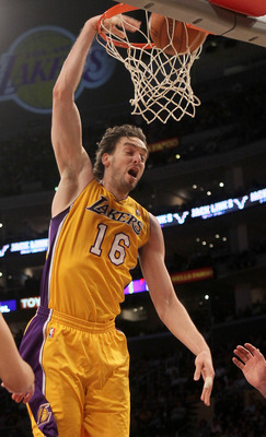 LOS ANGELES, CA - NOVEMBER 05:  Pau Gasol #16 of the Los Angeles Lakers dunks against the Toronto Raptors at Staples Center on November 5, 2010 in Los Angeles, California.  The Lakers won 108-102.   NOTE TO USER: User expressly acknowledges and agrees tha