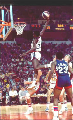 David_thompson_dunk_display_image