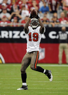 GLENDALE, AZ - OCTOBER 31:  Mike Williams #19 of the Tampa Bay Buccaneers makes a catch against the Arizona Cardinals at University of Phoenix Stadium on October 31, 2010 in Glendale, Arizona.  (Photo by Harry How/Getty Images)