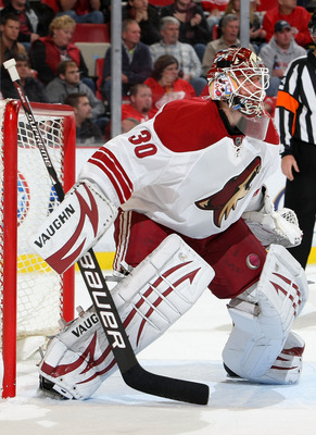 DETROIT - OCTOBER 28:  Ilya Bryzgalov #30 of the Phoenix Coyotes keeps an eye on the play against the Detroit Red Wings during their NHL game at Joe Louis Arena on October 28, 2010 in Detroit, Michigan.(Photo By Dave Sandford/Getty Images)