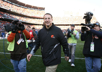 CLEVELAND - NOVEMBER 07:  Head coach Eric Mangini of the Cleveland Browns leaves the field after their game against the New England Patriots at Cleveland Browns Stadium on November 7, 2010 in Cleveland, Ohio.  (Photo by Matt Sullivan/Getty Images)