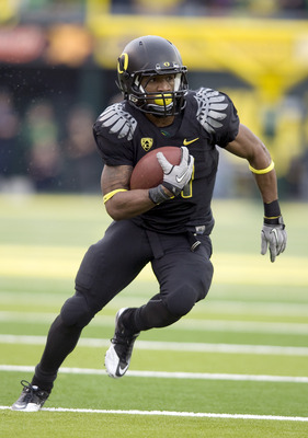 EUGENE, OR - NOVEMBER 6: Running back LaMichael James #21 of the Oregon Ducks runs with the ball in the third quarter of the game against the Washington Huskies at Autzen Stadium on November 6, 2010 in Eugene, Oregon. The Ducks won the game 53-16. (Photo
