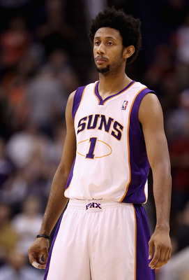 PHOENIX - OCTOBER 19:  Josh Childress #1 of the Phoenix Suns during the preseason NBA game against the Golden State Warriors at US Airways Center on October 19, 2010 in Phoenix, Arizona. NOTE TO USER: User expressly acknowledges and agrees that, by downlo