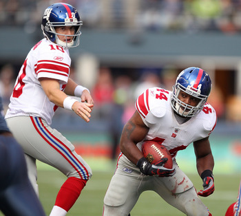 SEATTLE - NOVEMBER 07:  Running back Ahmad Bradshaw #44 of the New York Giants rushes after taking the handoff from quarterback Eli Manning #10 against the Seattle Seahawks at Qwest Field on November 7, 2010 in Seattle, Washington. The Giants defeated the