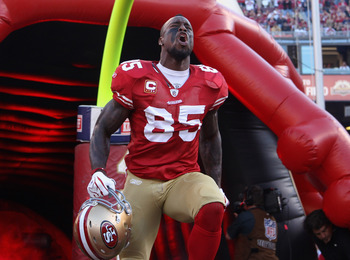 SAN FRANCISCO - SEPTEMBER 20:  Vernon Davis #85 of the San Francisco 49ers runs on to the field for their game against the New Orleans Saints at Candlestick Park on September 20, 2010 in San Francisco, California.  (Photo by Ezra Shaw/Getty Images)