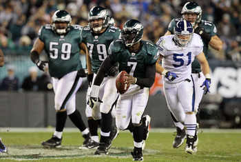 PHILADELPHIA - NOVEMBER 07:  Michael Vick #7 of the Philadelphia Eagles runs the ball against the Indianapolis Colts on November 7, 2010 at Lincoln Financial Field in Philadelphia, Pennsylvania. The Eagles defeated the Colts 26-24.  (Photo by Jim McIsaac/