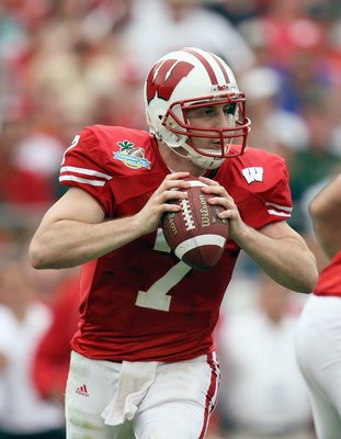 ORLANDO, FL - JANUARY 01: John Stocco #7 of the Wisconsin Badgers looks to pass the ball against the Arkansas Razorbacks in the Capitol One Bowl at Florida Citrus Bowl on January 1, 2007 in Orlando, Florida. (Photo by Doug Benc/Getty Images)