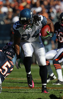 CHICAGO - OCTOBER 17: Marshawn Lynch #24 of the Seattle Seahawks runs past Brian Iwuh #52 of the Chicago Bears at Soldier Field on October 17, 2010 in Chicago, Illinois. The Seahawks defeated the Bears 23-20. (Photo by Jonathan Daniel/Getty Images)