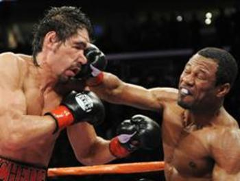 """Sugar"" Shane Mosley (right) gave Margarito a good old fashioned beat down, will ""Pacman"" do the same?"
