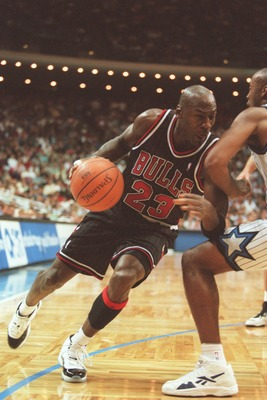 14 Nov 1995:  Guard Michael Jordan #23 of the Chicago Bulls dribbles baseline in an attempt to go around the pressure defense applied by a defender of the Orlando Magic during the Bulls 94-88 loss to the Magic at the Orlando Arena in Orlando, Florida.   M
