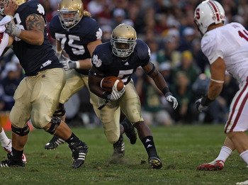 SOUTH BEND, IN - SEPTEMBER 25: Armando Allen Jr. #5 of the Notre Dame Fighting Irish runs against the Stanford Cardinal at Notre Dame Stadium on September 25, 2010 in South Bend, Indiana. Stanford defeated Notre Dame 37-14. (Photo by Jonathan Daniel/Getty